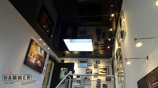 Spanndecke schwarz glänzend Flur mit Dachfenster