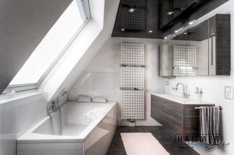 Spanndecke schwarz glänzend mit Beleuchtung Badezimmer