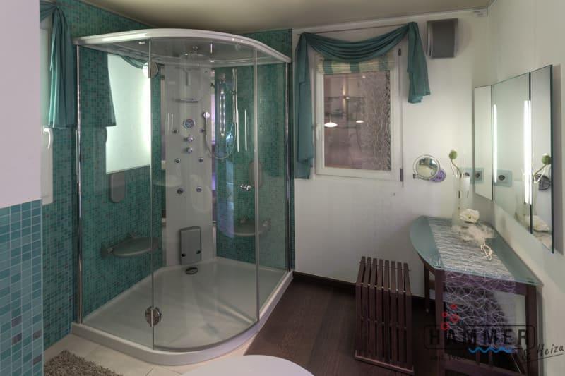 Sanitärinstallateur Dusche mit Glastür