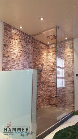 Spanndecke weiß mit Beleuchtung Badezimmer Holzwände