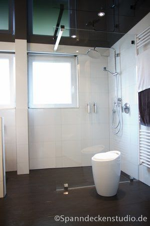 Spanndecke schwarz Badezimmer