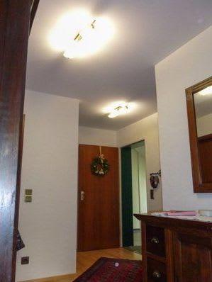 Spanndecke nach der Renovierung weiß mit Beleuchtung