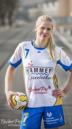 Sponsoring Spanndeckenstudio Hammer für Handball junge Blondine 3