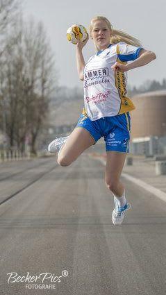 Sponsoring Spanndeckenstudio Hammer für Handball junge Blondine 5
