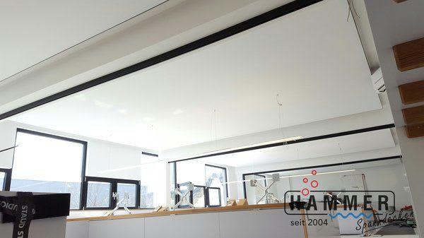 Spanndecke weiß mit Beleuchtung im Gewerbe Büro