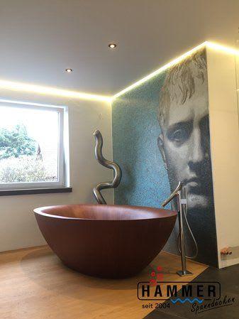 Bad Deckenbeleuchtung mit großer Badewanne