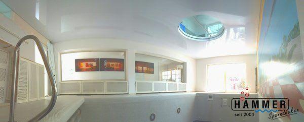 Schwimmbad mit Kunststoffspanndecke in Reinweiss Glanz