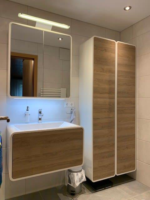 Spiegelschrank und Badezimmerschrank