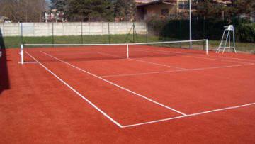 Tennisplatz mit Kunststoffbelag