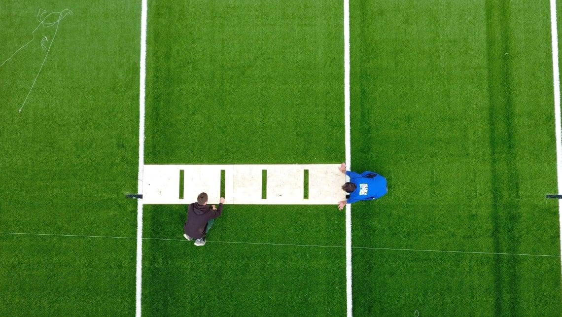 Aufbau des neuen Football Feldes durch P&T