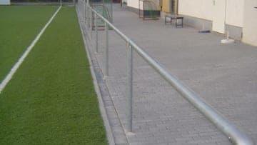 Geländer von P&T Sportplatzsysteme