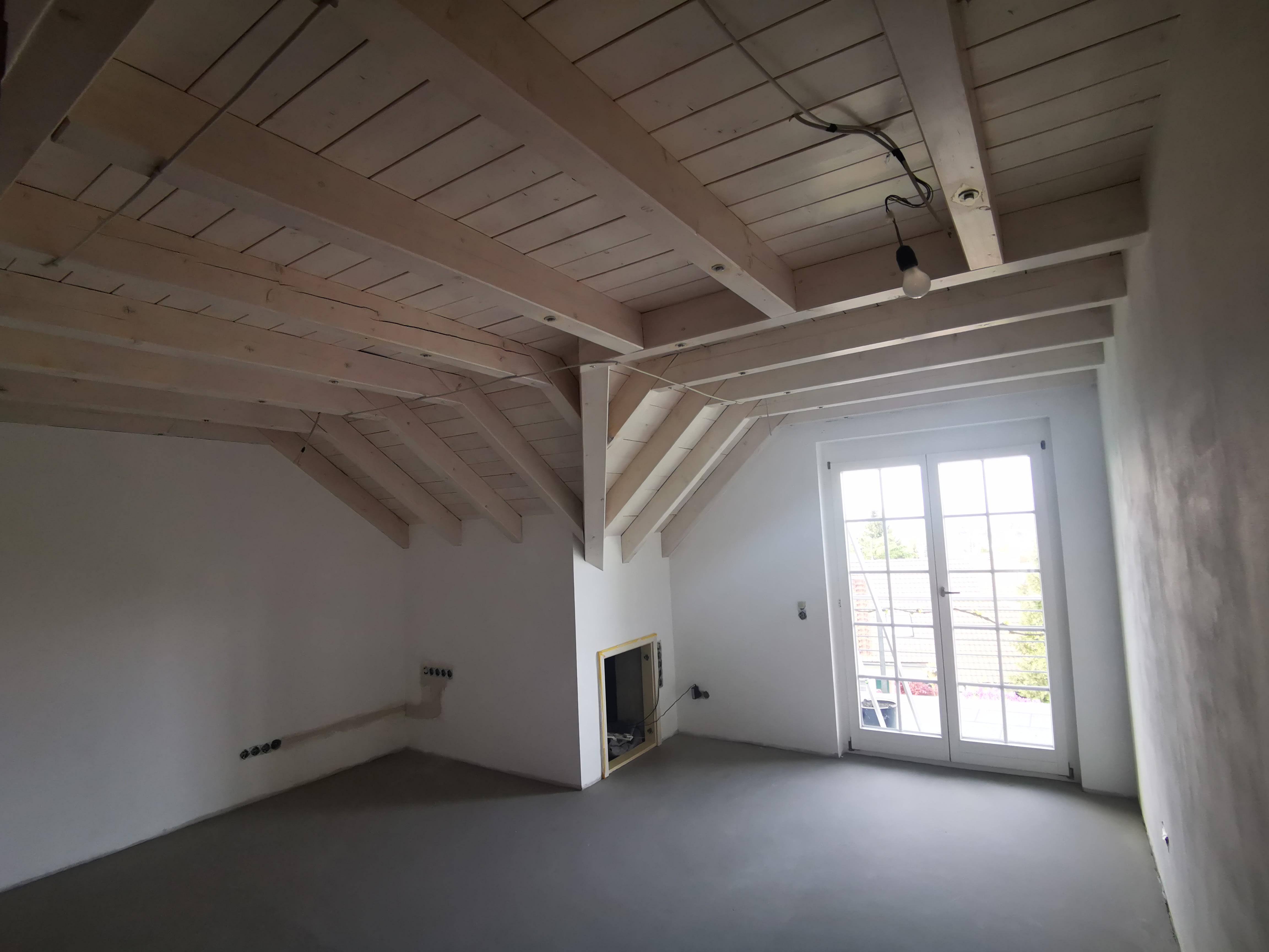 Vorher Arbeitszimmer mit weißer Holzdecke