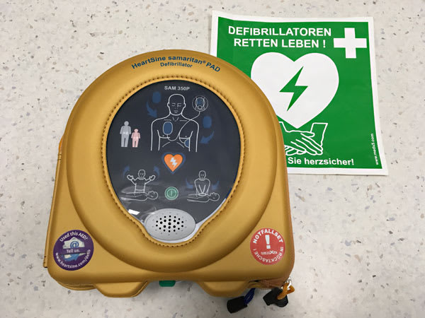 Automatischer externer Defibrillator