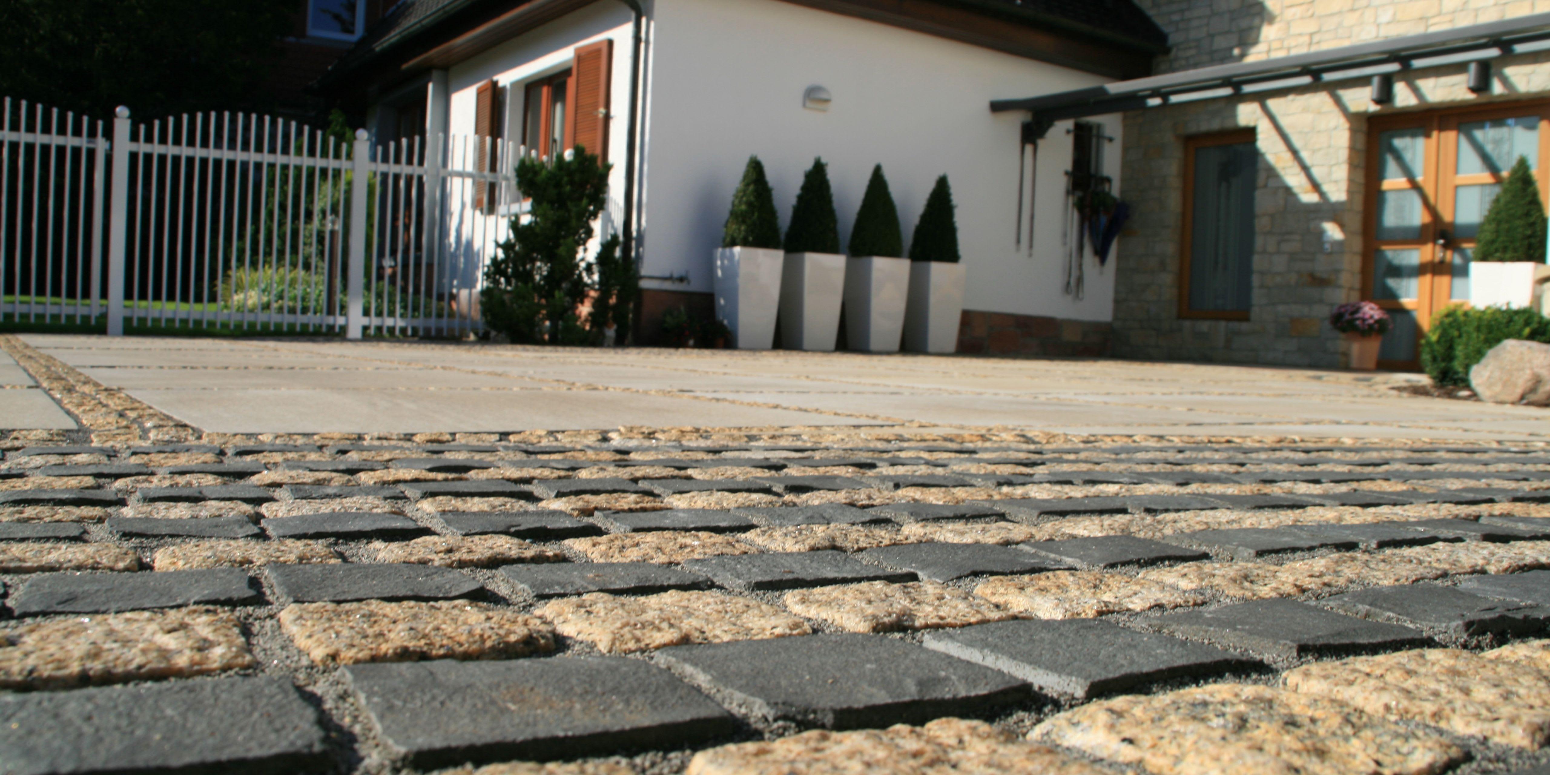 Naturstein Pflasterung Hauseinfahrt