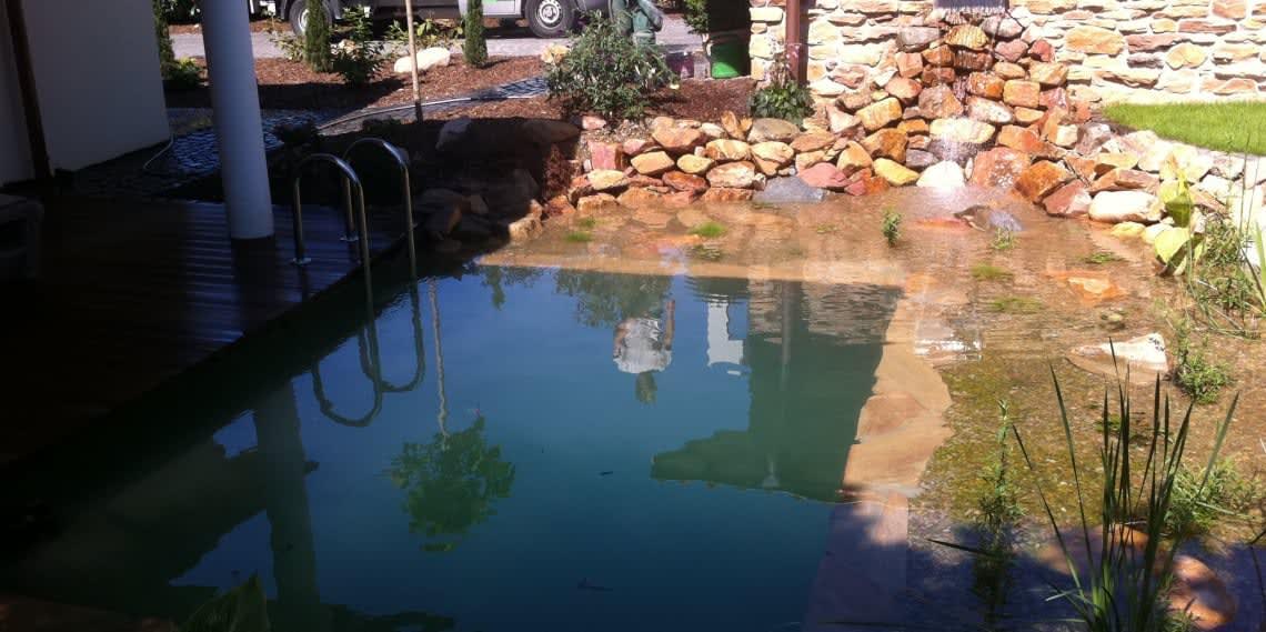 Schwimmteich mit Holzterasse 2