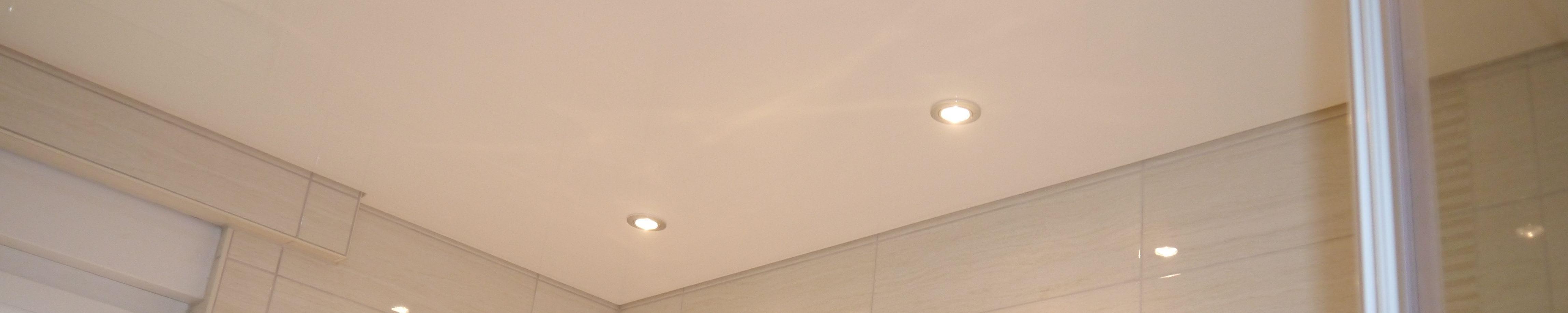 Spanndecke weiß matt mit Beleuchtung