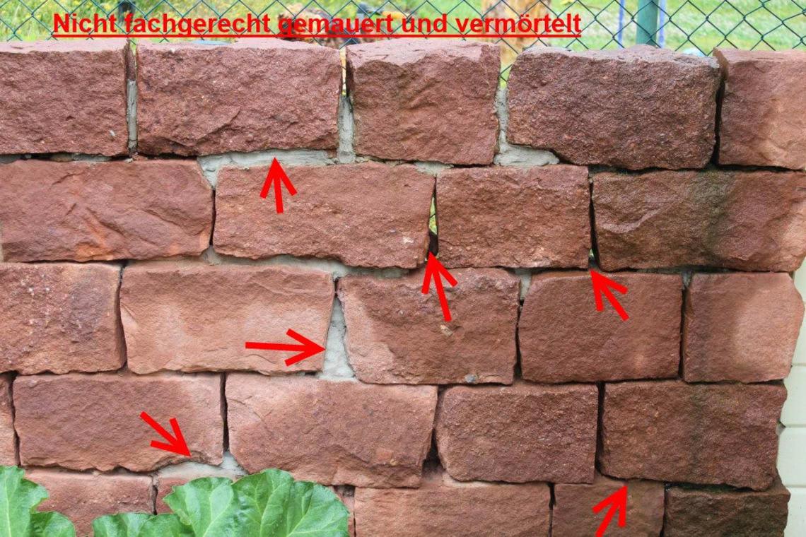Nicht fachgerechete Trockensteingartenmauer