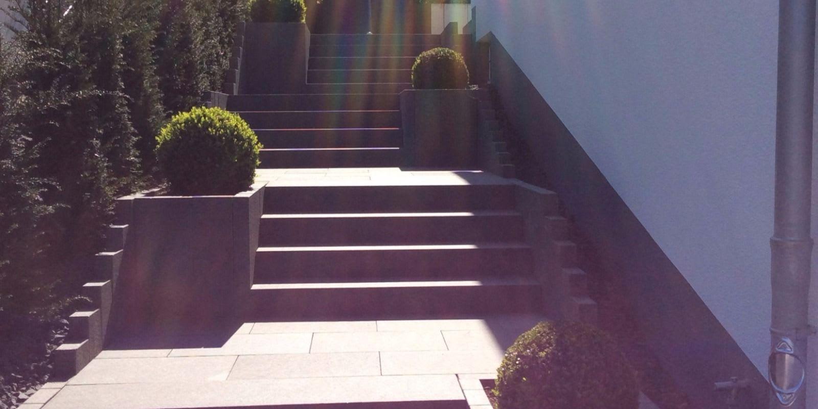 Treppenanlage aus Olivin Basalt