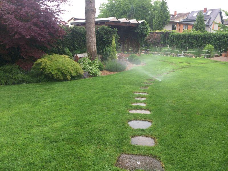 Grünflächenberegnung kleiner Garten mit Rasen