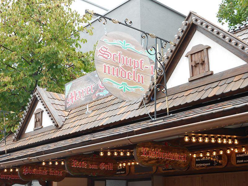 Schupfnudel Stand Hütte mit Essen