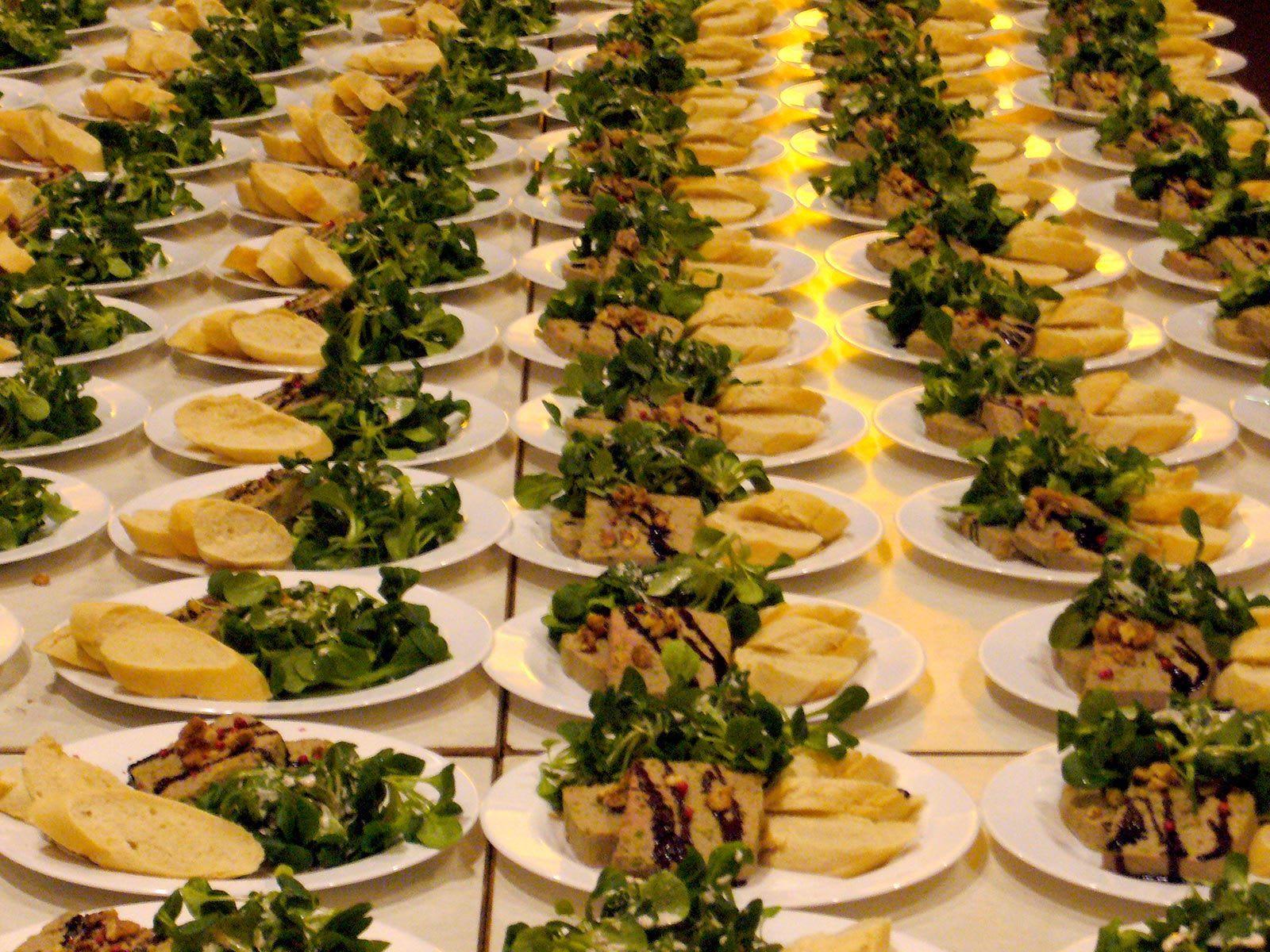 Essen Salat mit Baguette