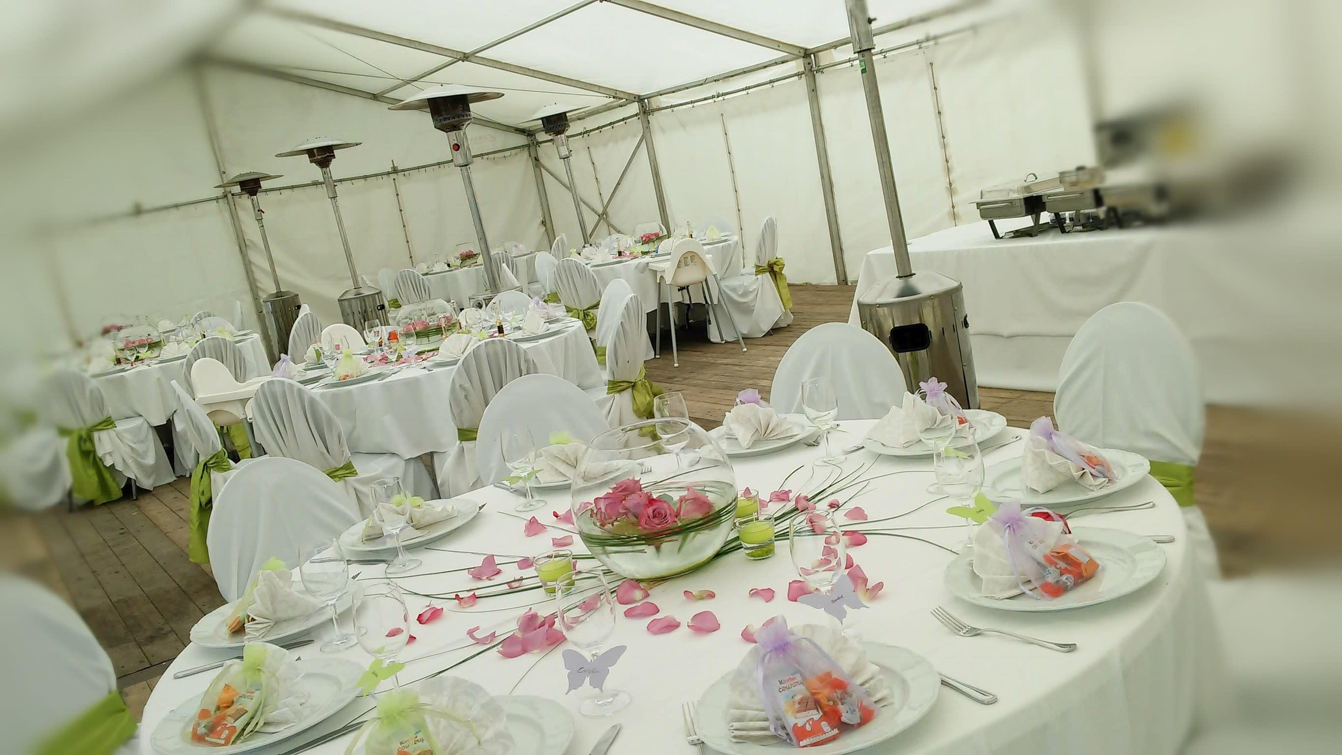 Runder Tisch Dekoration Hochzeit Rosen