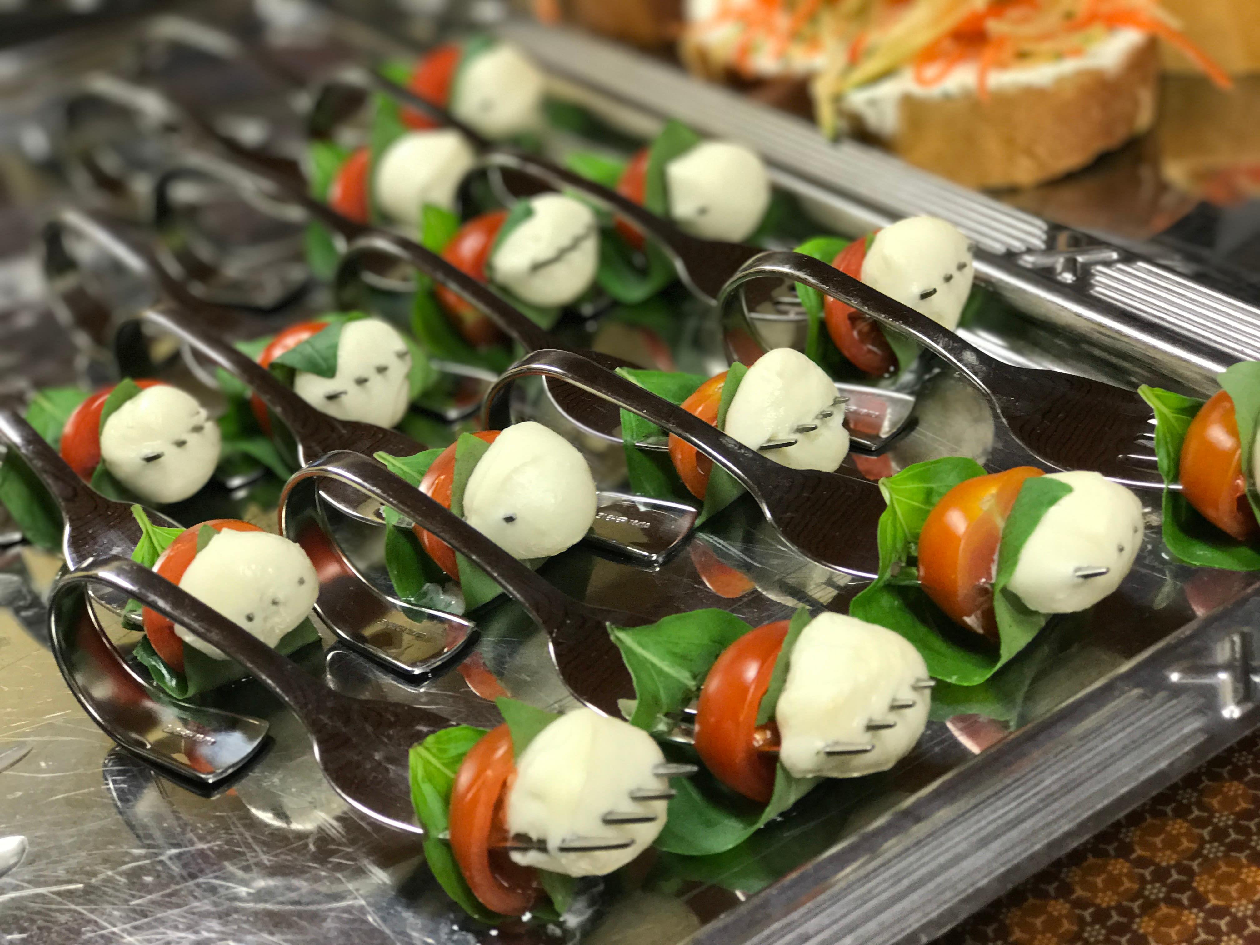 Häppchen Tomate Mozarella Catering