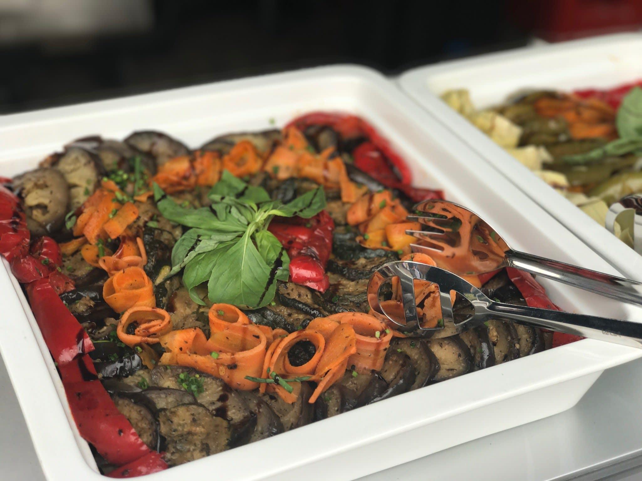 Catering Gemüse Karotte und Aubergine