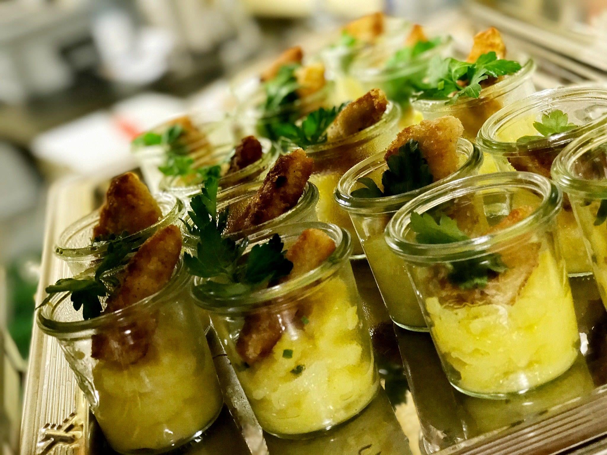 Schnitzel und Kartoffelsalat im Glas Catering