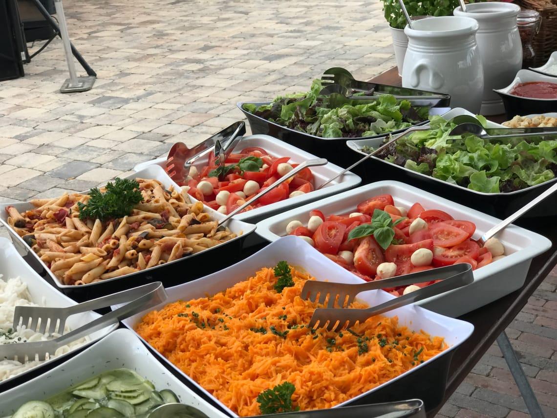 Feine Salatauswahl zum BBQ
