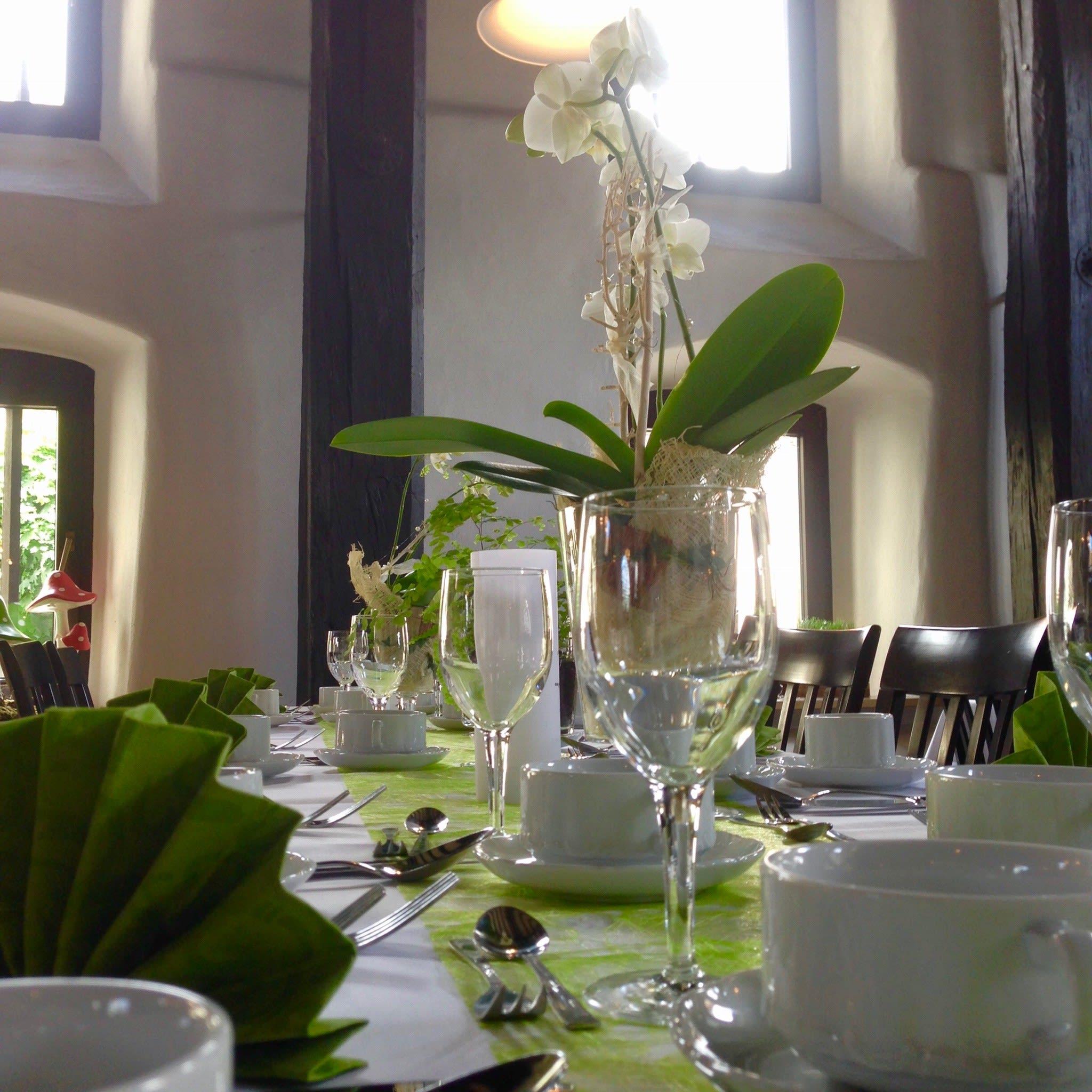 Tischdekoration mit Orchidee