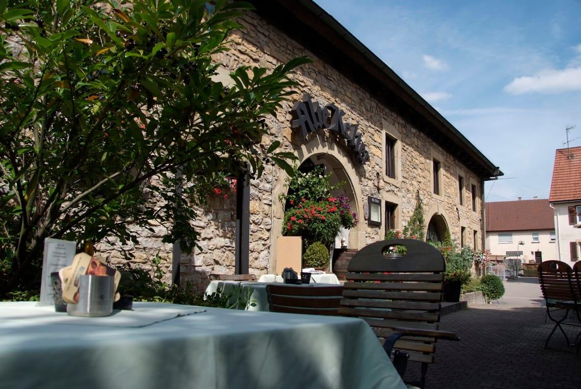 Alte Kelter Eingangsbereich mit Außenterrasse