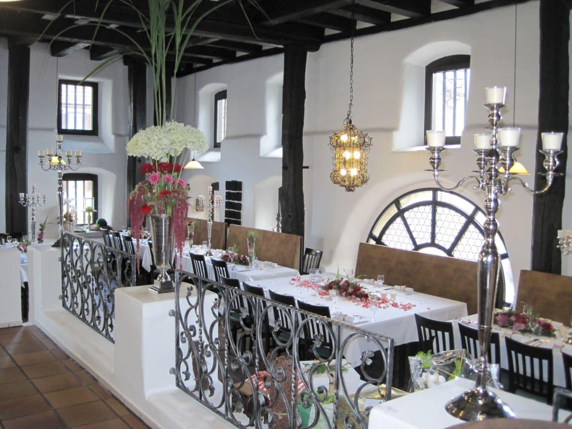 Alte Kelter Einrichtung und Tischgedeck