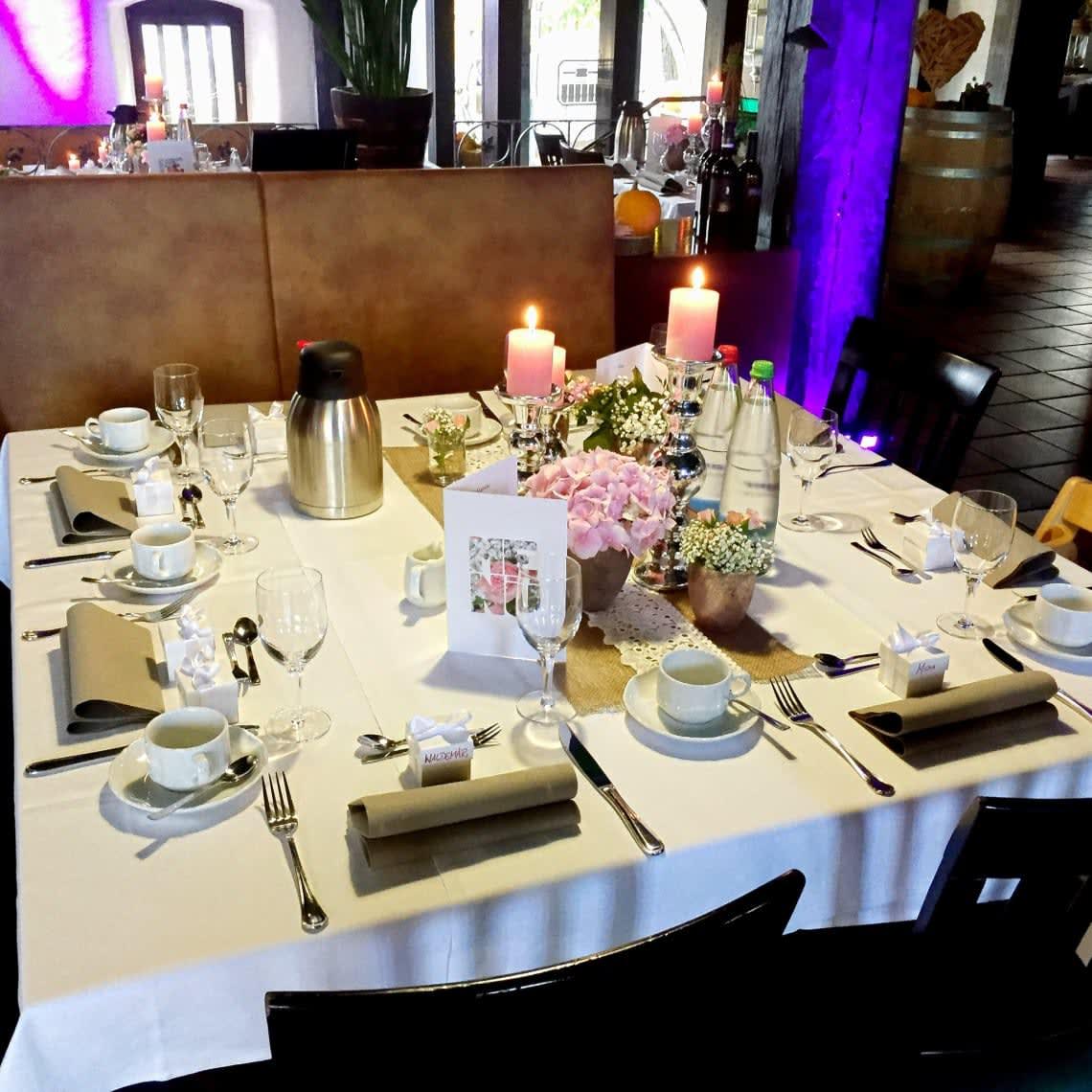 Alte Kelter Quadratischer Tisch mit Kerze