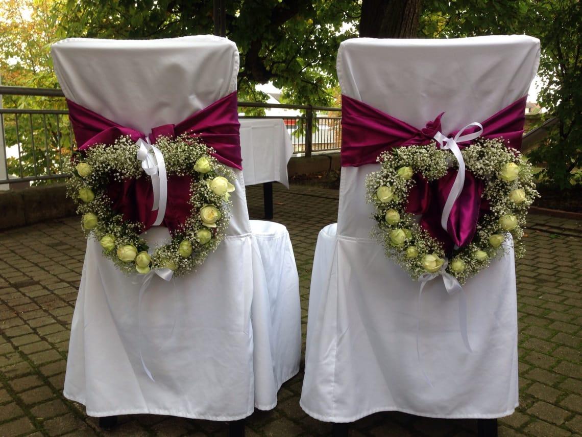 Alte Kelter Hochzeitsstühle von hinten
