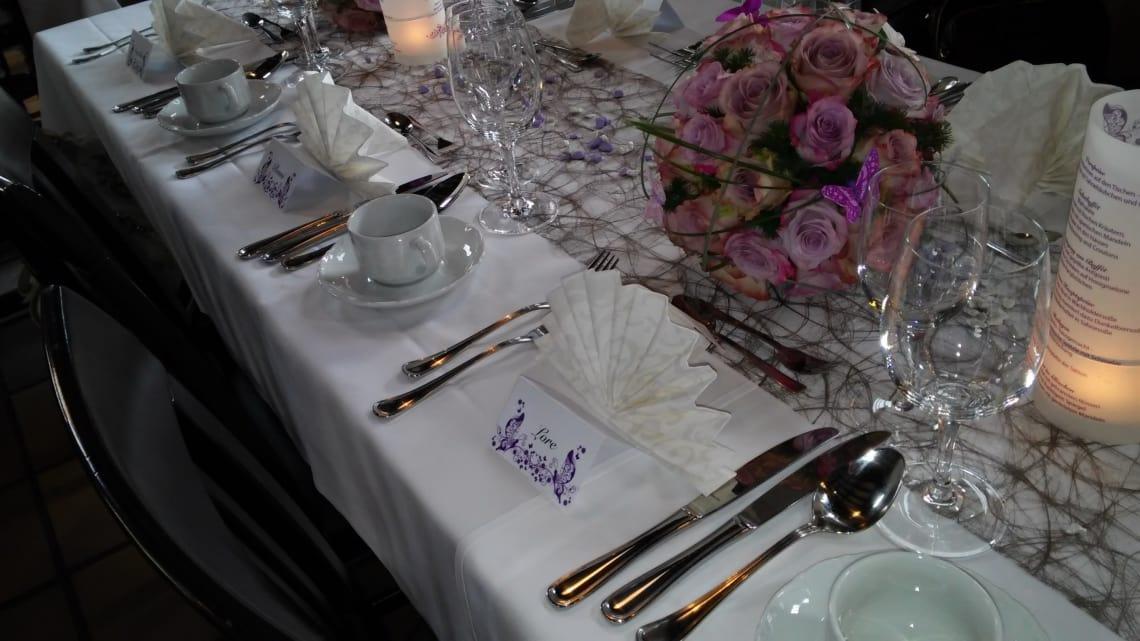 Alte Kelter Blumenkugel und Tischdekoration