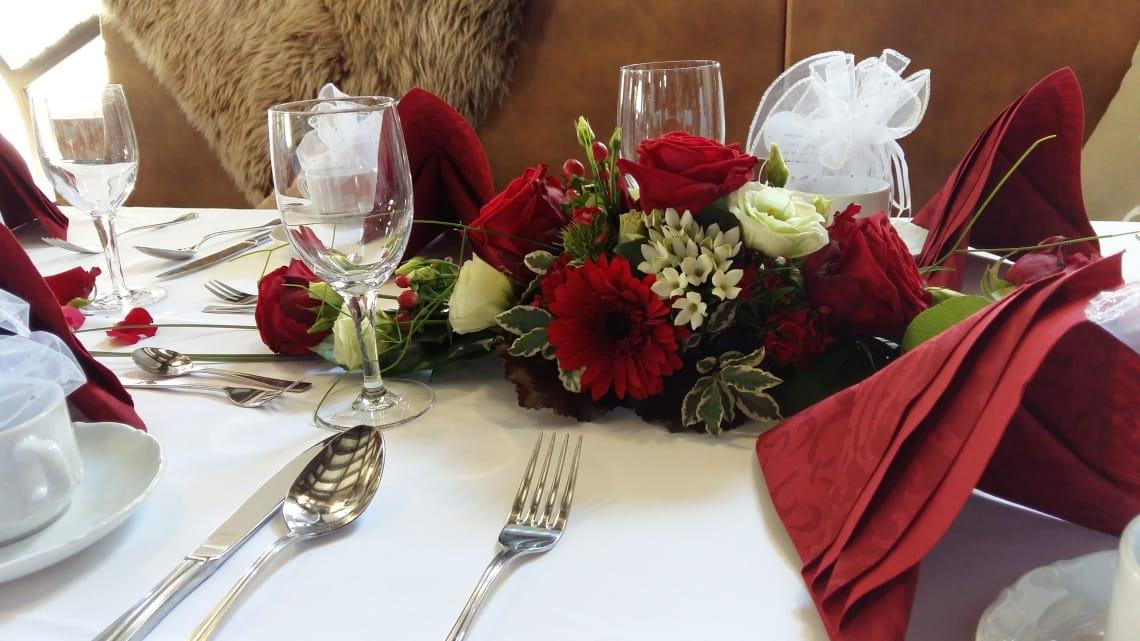 Alte Kelter Rote Tischdekoration Nahaufnahme