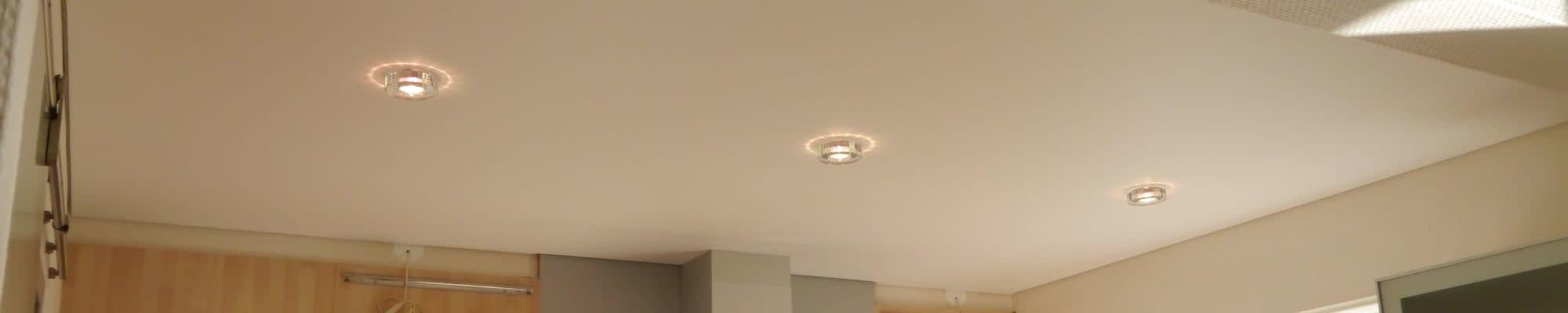 Spanndecken Center Niedersachsen Spanndecke mit drei Lampen