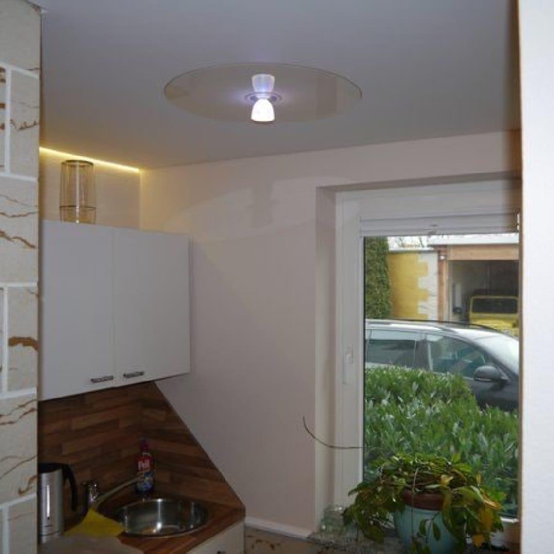 Spanndecke in kleiner Küche