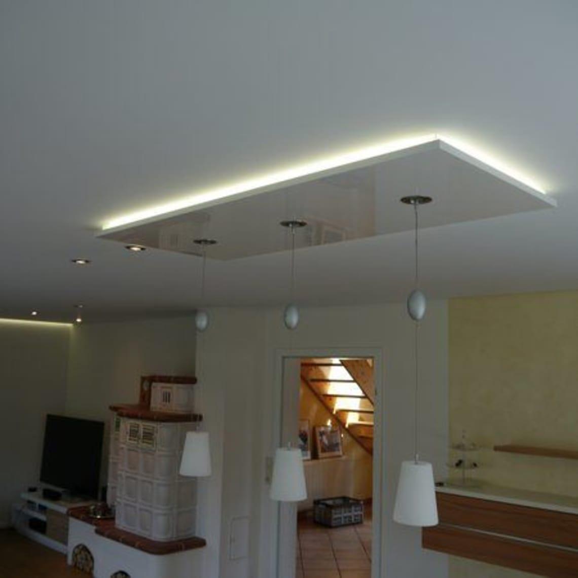 Panello in weiß-hochglanz mit indirekter Beleuchtung