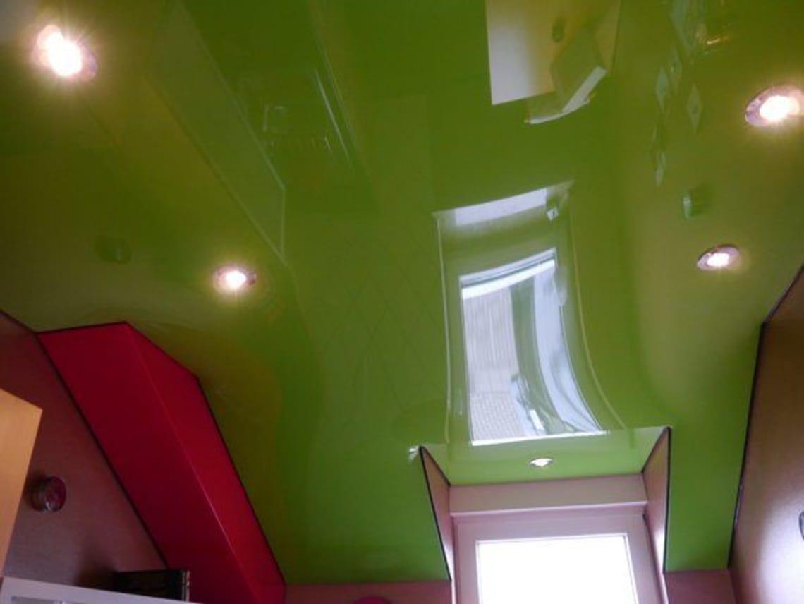 Spanndecke grün glänzend Dachschräge
