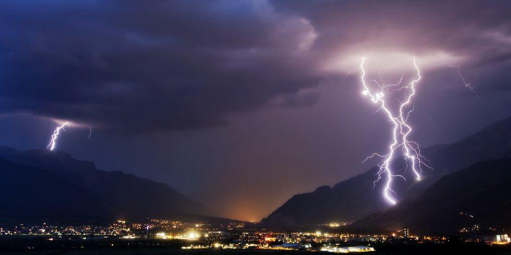 Blitzeinschlag über der Stadt