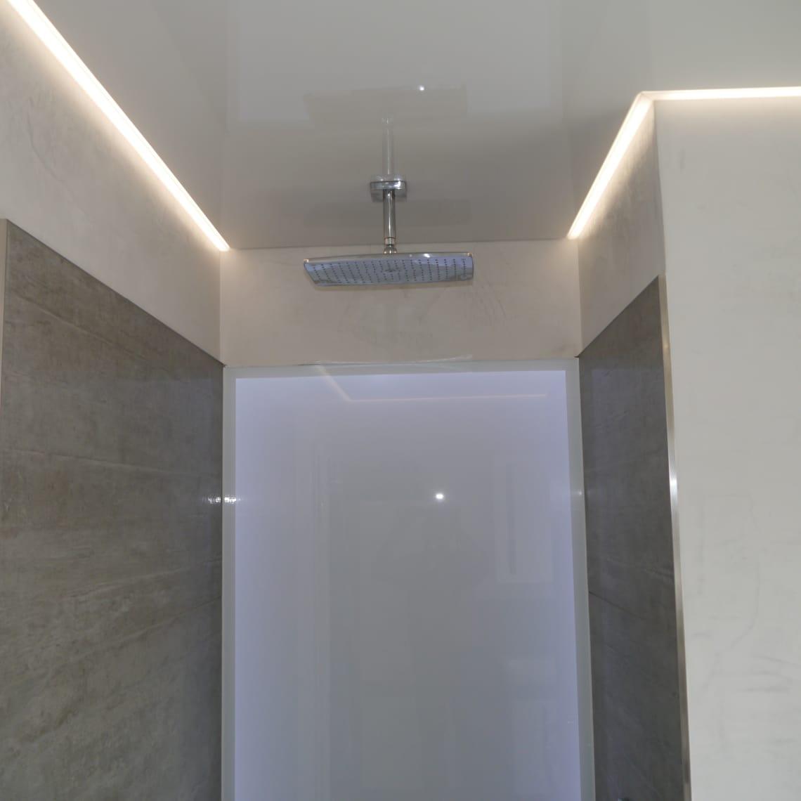Spanndecke über Dusche