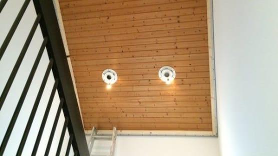 Dachschräge mit Holzverkleidung