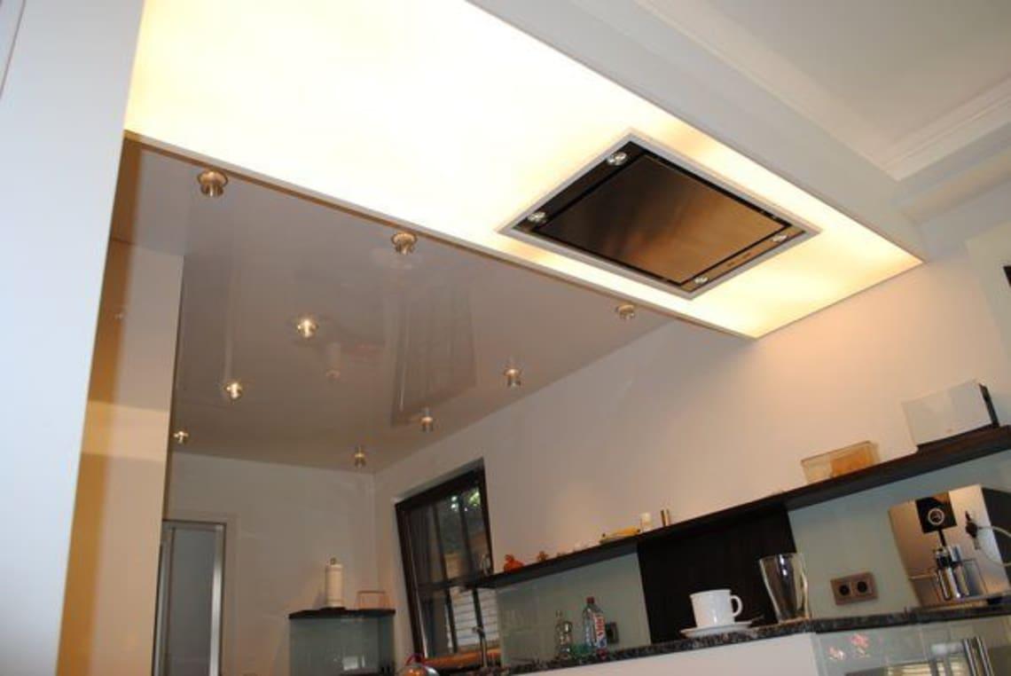 Lichtdecke mit integrierter Dunstabzugshaube