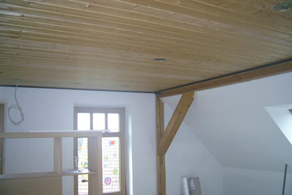 Holzdecke und Dachschräge