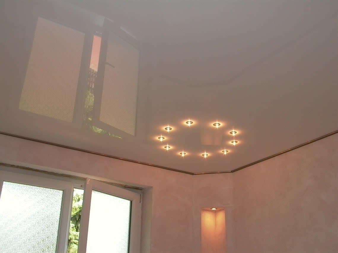 Spanndecke mit Leuchtkreis
