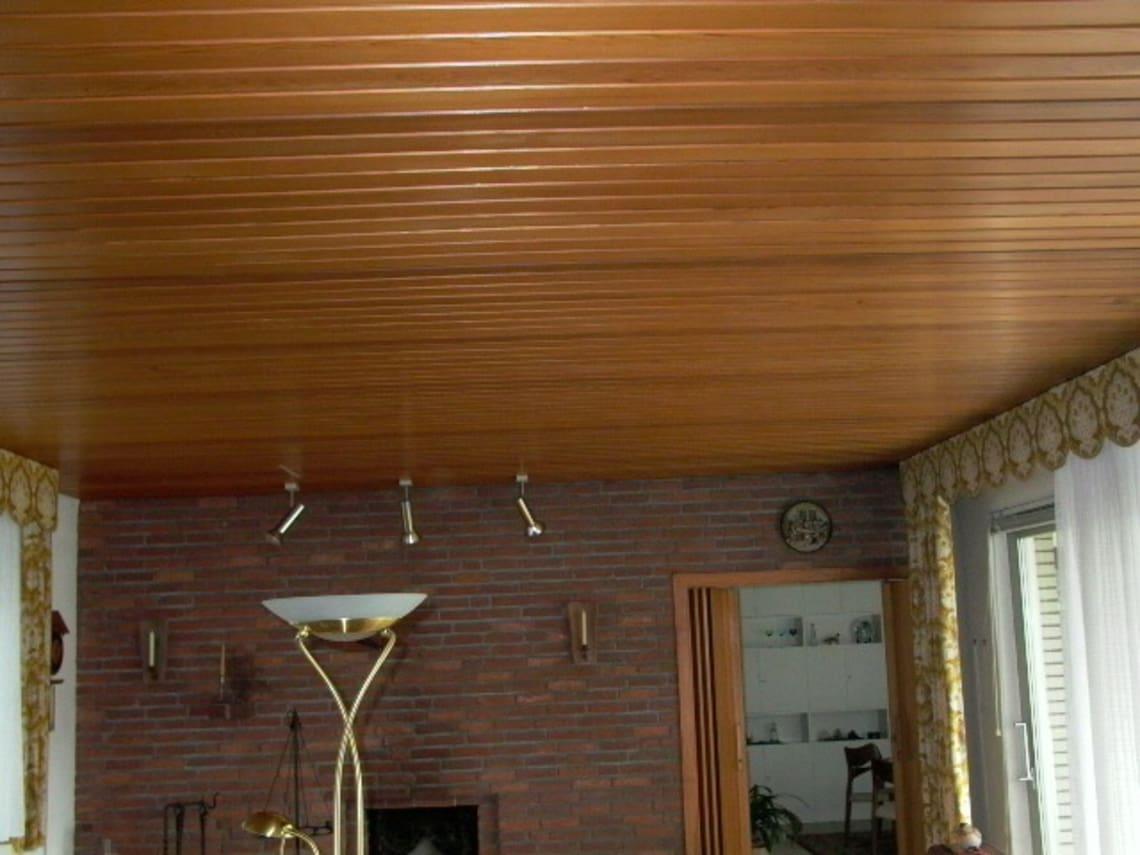 Holzedcke im Wohnzimmer