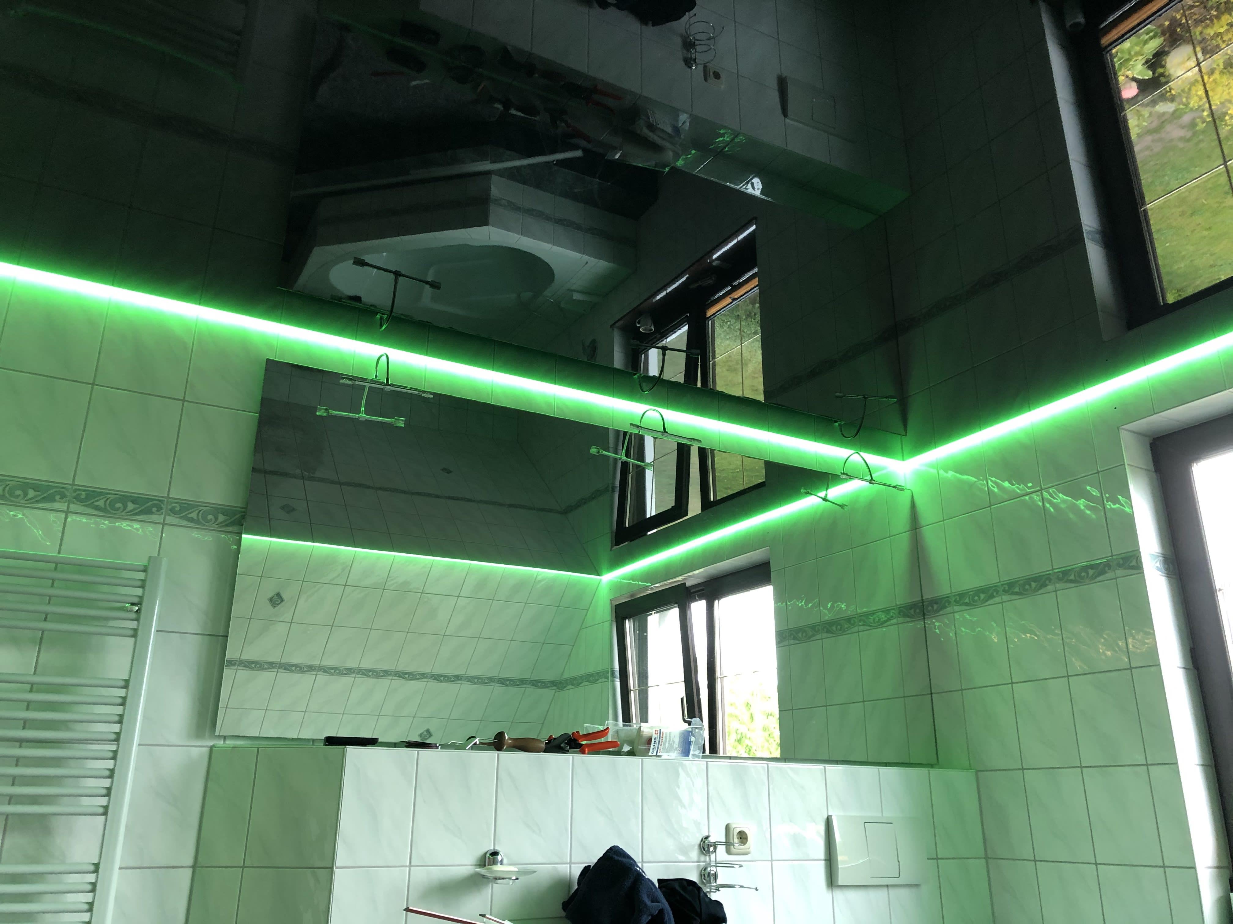 Lichtdecken im Badezimmer installiert von deckenstudiojenß