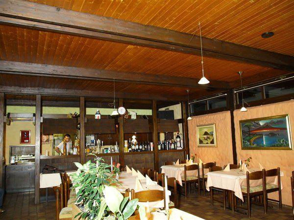Restaurant dunkle braune Spanndecke